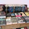 Neuer, antiker Büchertisch